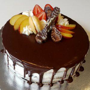 Торта с плодове и шоколад